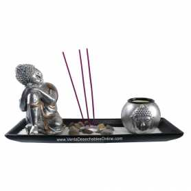 Buda plateado con jardín zen
